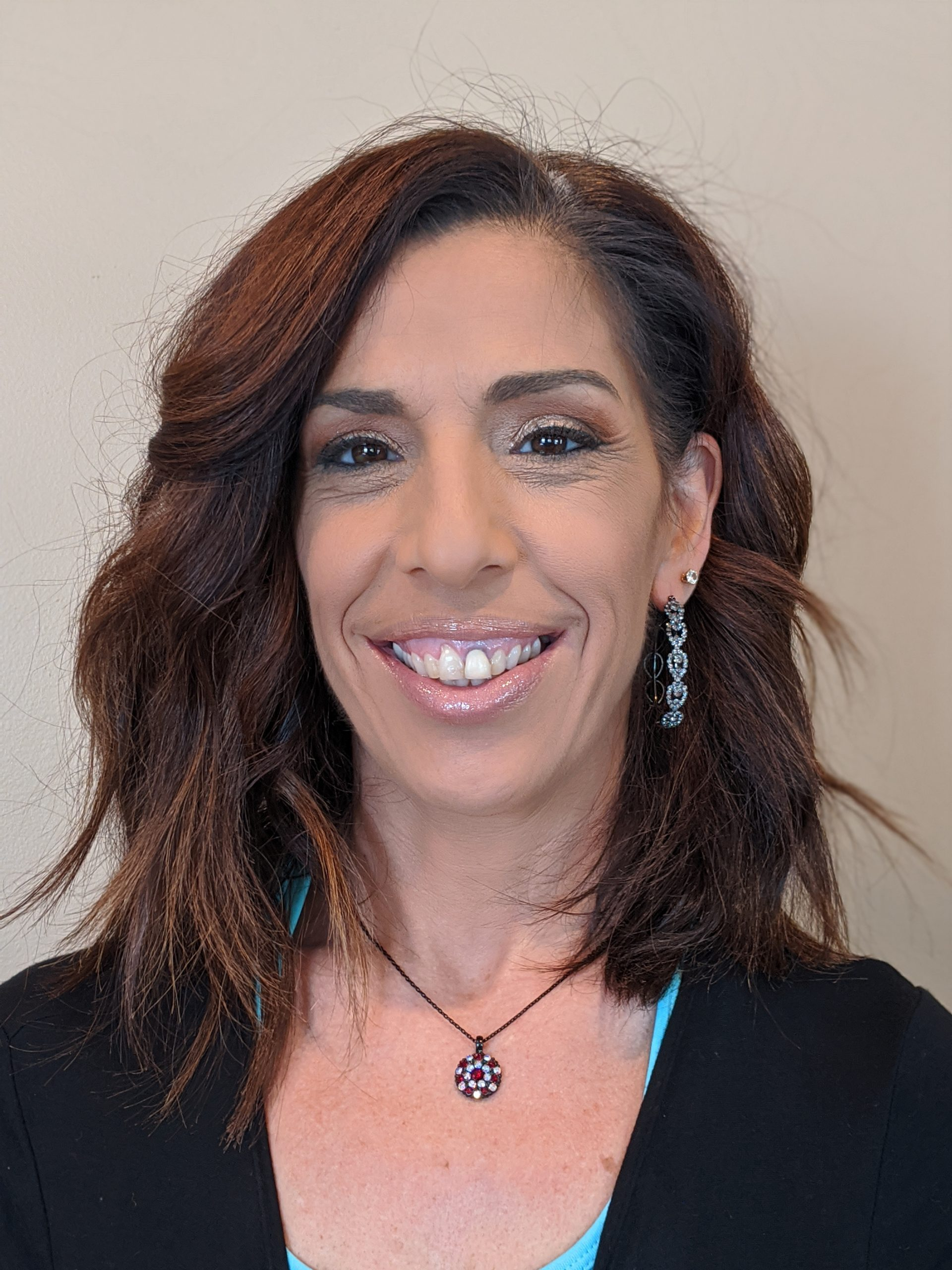 Picture of physical therapist; brown hair and brown eyesnwn